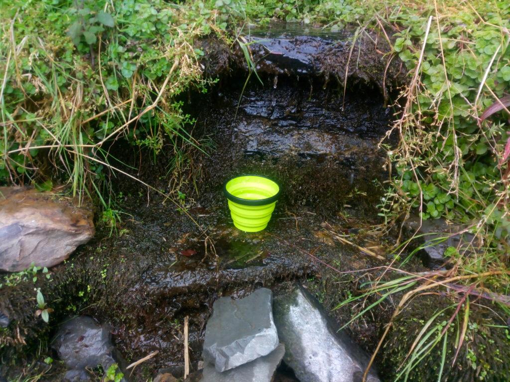 Wasservorräte an der Somborn-Quelle auffüllen...