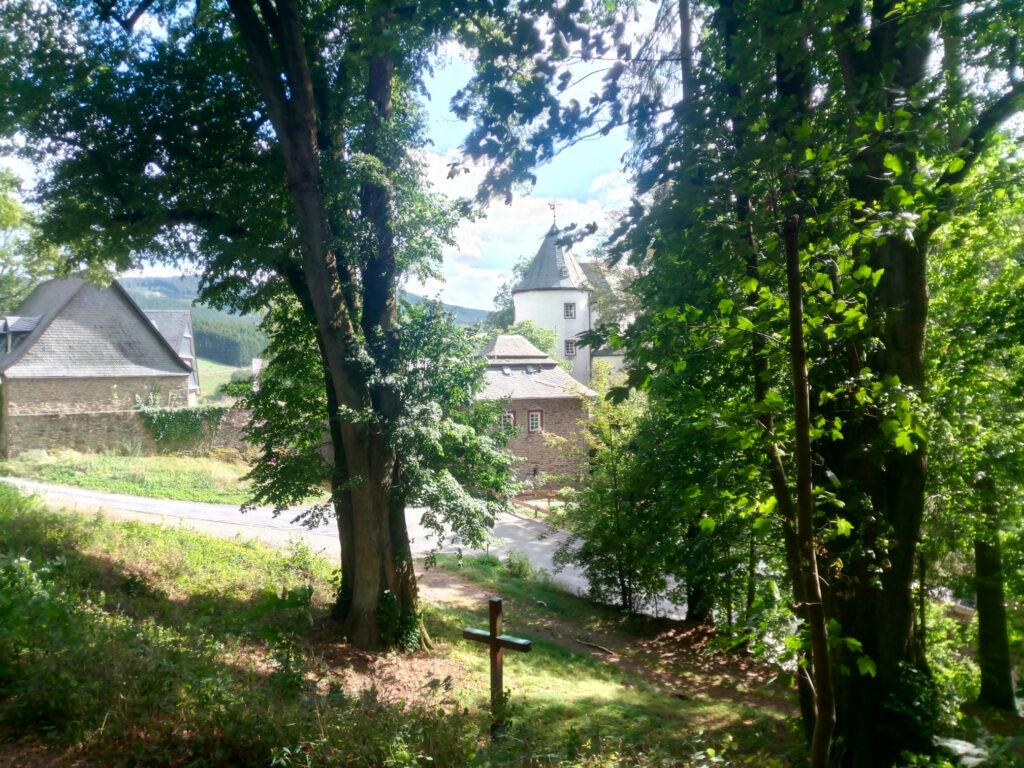 Blick auf die Jugendherberge Burg Bilstein