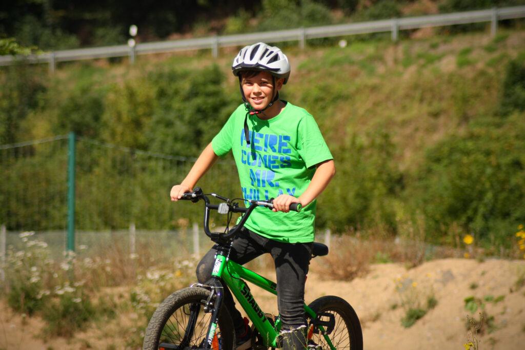 ein zufriedener Sohn im Bikepark Veischedetal