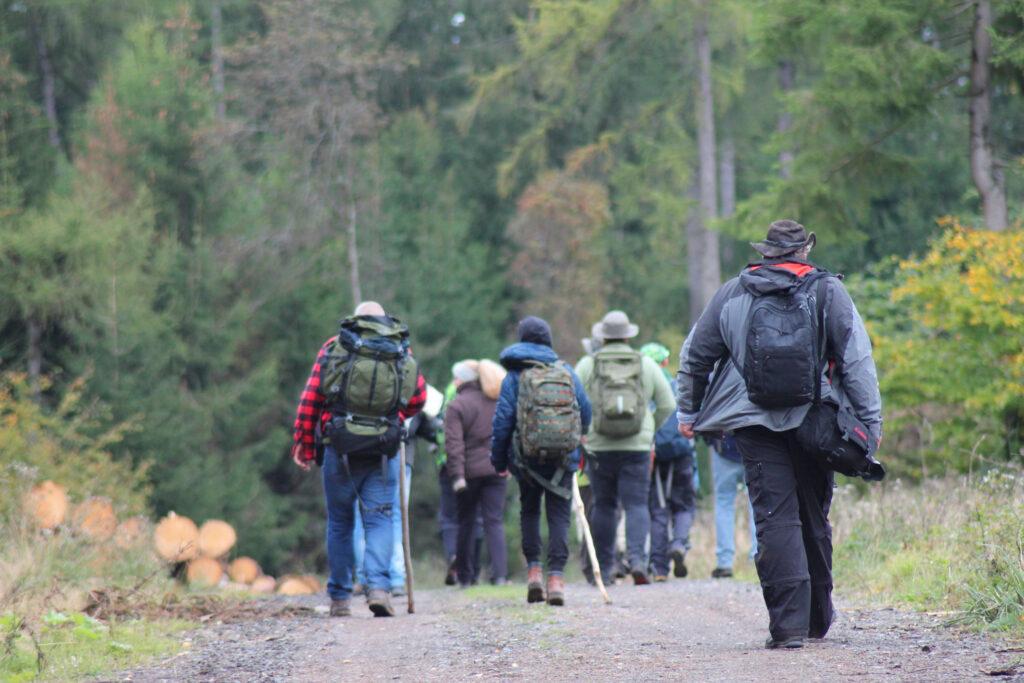 Teilnehmer und Ben Tüxen unterwegs