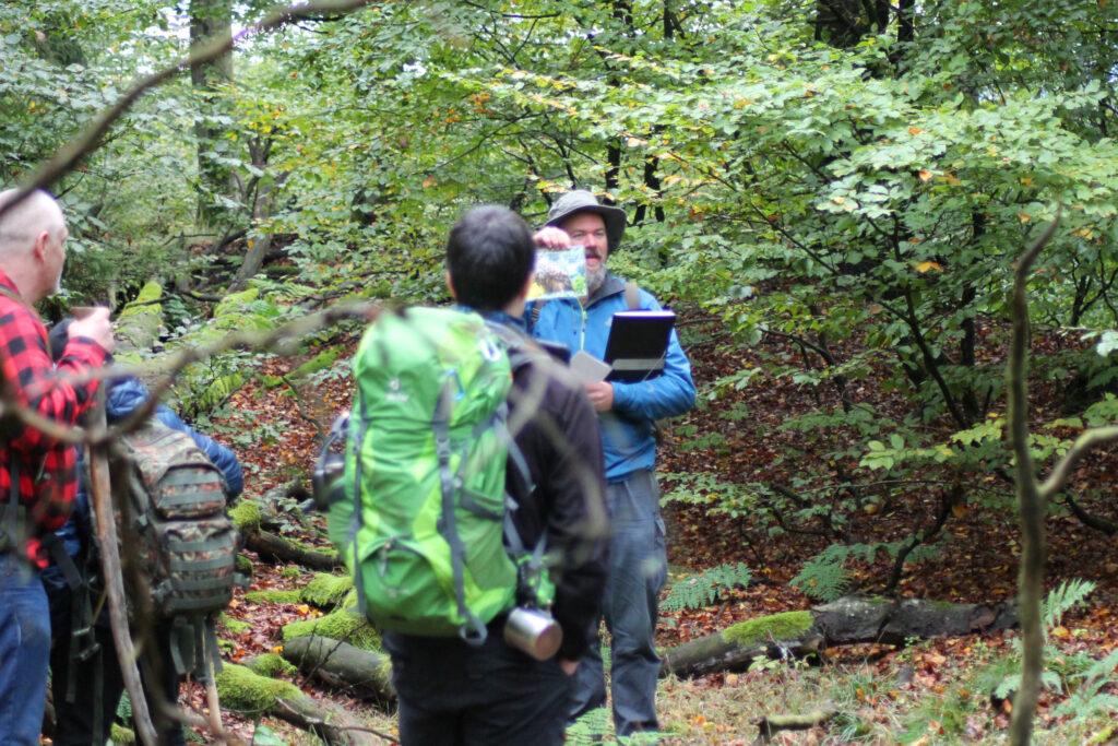 Ben Tüxen erläutert die Bewohner des Waldes