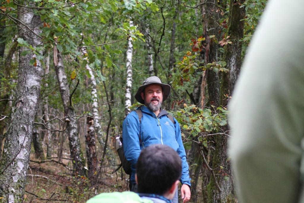 Ben Tüxen erläutert Niederwaldbewirtschaftung