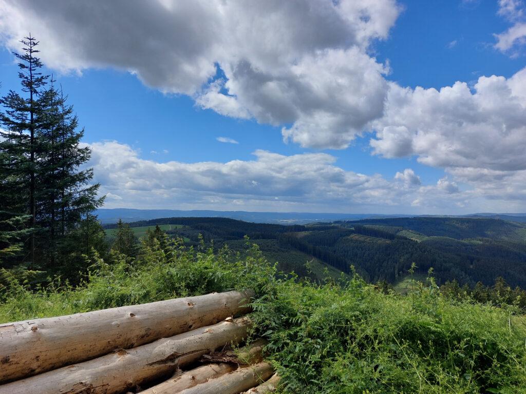 Blick oberhalb von Faulebutter auf das Oberbecken des Pumpspeicherwerkes in Rönkhausen