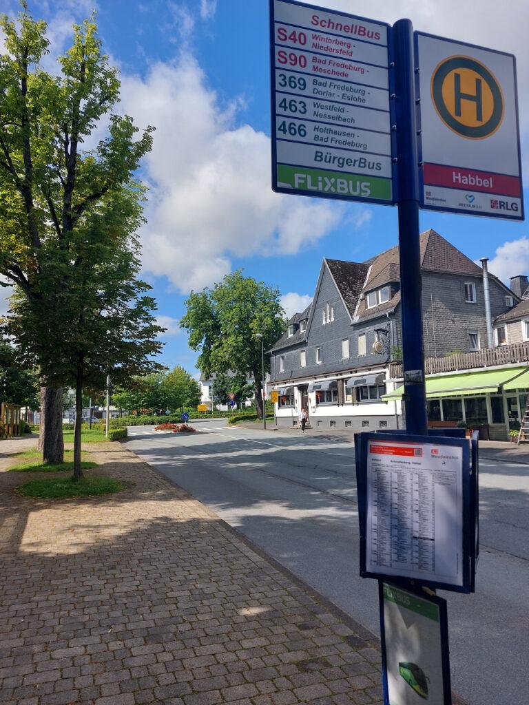 """Bushaltestelle """"Habbel"""" in Schmallenberg"""