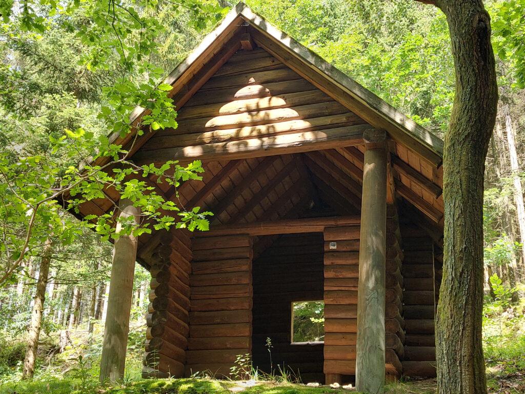 Massive Schutzhütte am X27