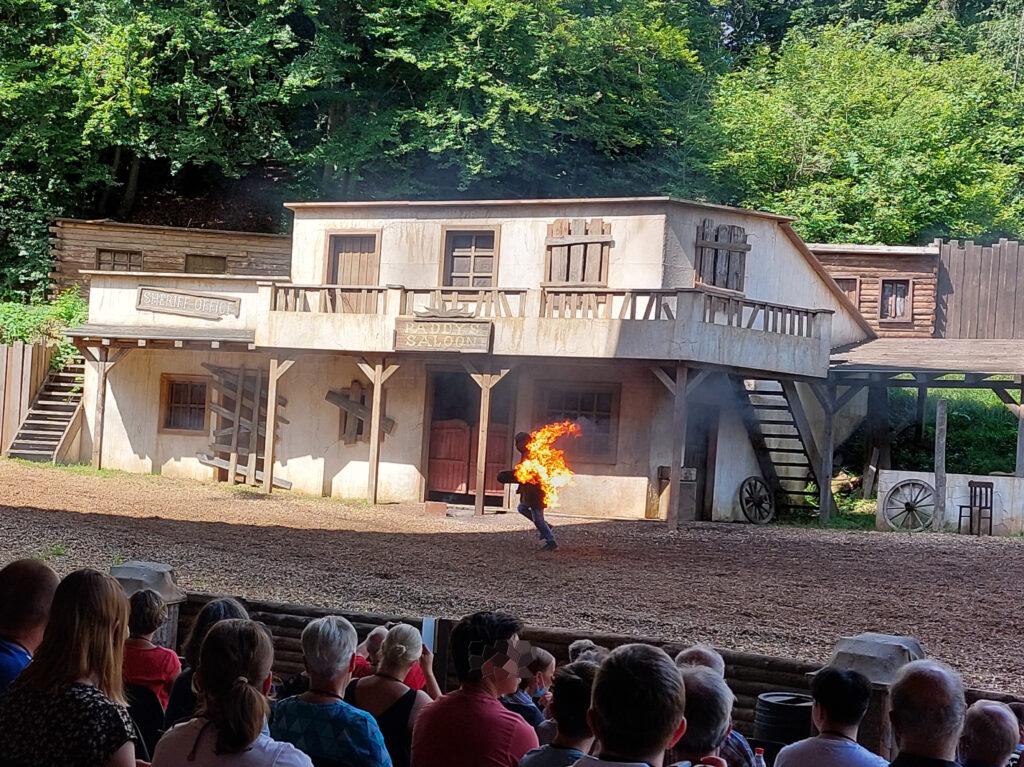 Brennender Darsteller im Elspe Festival