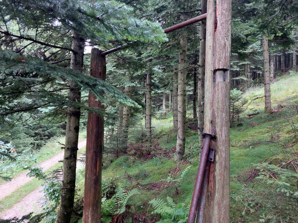 Überreste einer alten Trimm-Dich-Pfad-Station