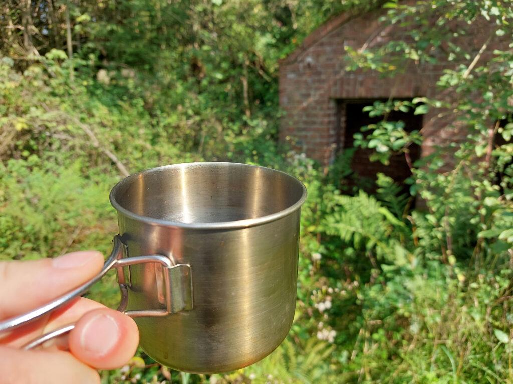 Genieße den fertigen heißen Kaffee von Deinem selbstgebauten Dosenkocher!